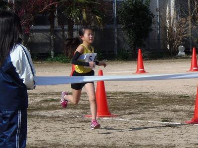 小学生3・4年生女子1.5kmの部優勝.jpg