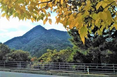 尖山と秋色1.jpg