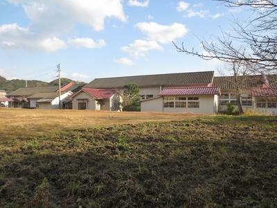 山側から観た校舎.jpg
