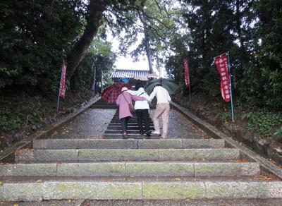 山門に続く階段.jpg