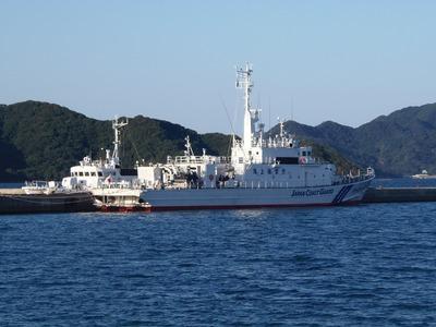 巡視船「おおみ」と巡視艇「はぎなみ」.jpg