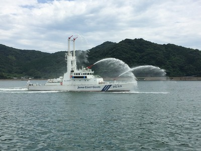 巡視艇なち放水実演1.jpg