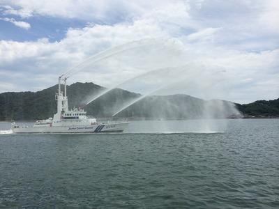 巡視艇なち放水実演2.jpg