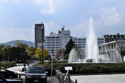 平和の泉と中国新聞.jpg