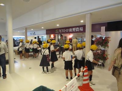 戸田小学校児童の取材1.jpg