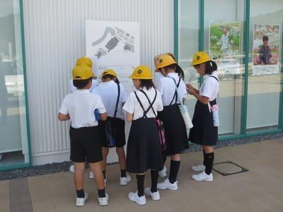 戸田小学校児童の取材3.jpg
