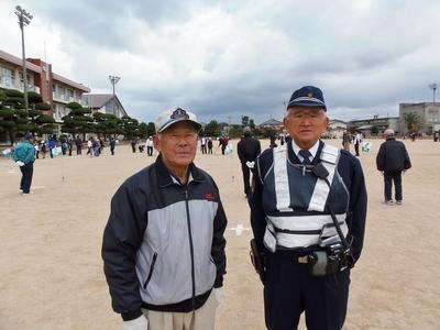 新前仙崎老人クラブ会長と仙崎駐在所のお巡りさん.jpg