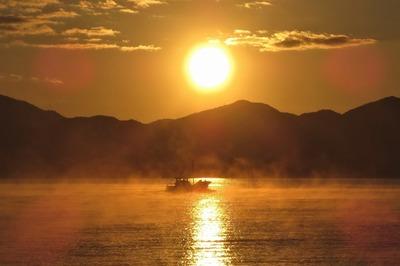 日の出けあらし出漁.jpg