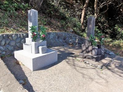 日露兵士の墓碑2.jpg