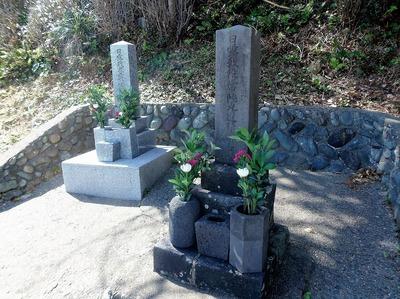 日露兵士の墓碑3.jpg