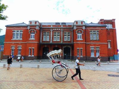 旧門司税関庁舎と人力車.jpg