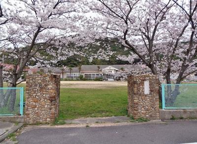 旧青海島小学校正門.jpg