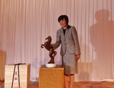昭恵夫人とアベノミックス号.jpg