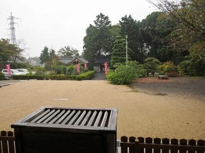 本堂前の庭.jpg