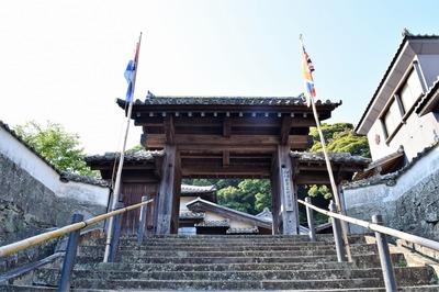 松浦史料博物館山門.jpg