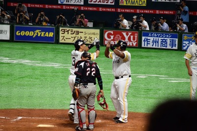 松田選手ホームラン2.jpg