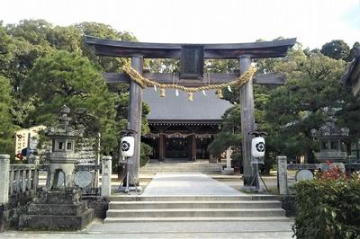 松陰神社にの鳥居と御本殿.jpg