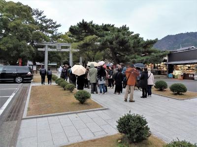 松陰神社・観光客.jpg