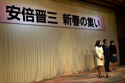 林芳正文部科学大臣・裕子夫人1.jpg