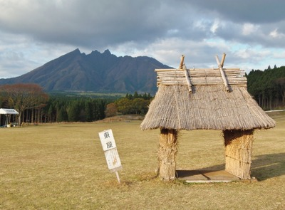 根子岳と東屋.jpg