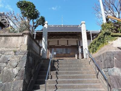 正面参道と本堂.jpg