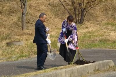 武田市議会議長と八道さん.jpg