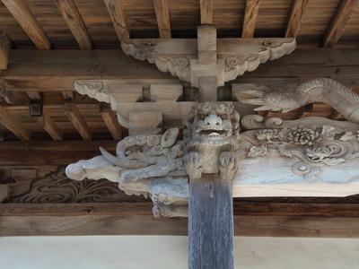 歴史的な彫り物2.jpg