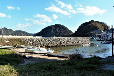 段の石積防波堤2.jpg