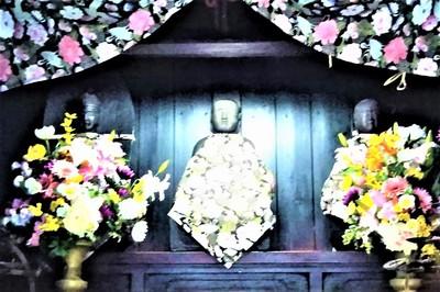 段地区・大師堂の三尊像2.jpg