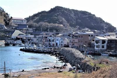 段浦の石積み防波堤.jpg