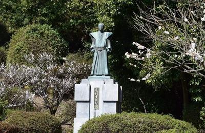 毛利重就公の銅像.jpg
