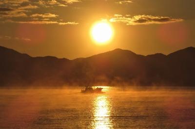 気嵐の中出漁.jpg