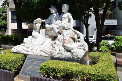 水害復興と友好の記念碑.jpg
