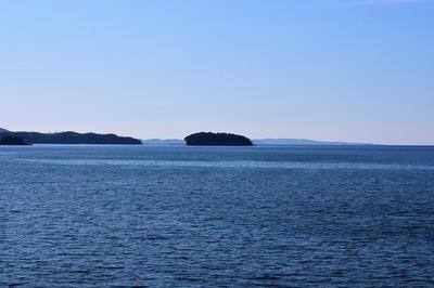 油谷湾に浮かぶ竹島2.jpg