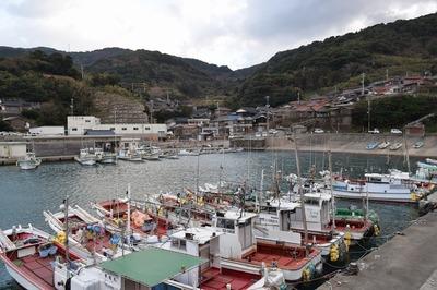 津黄漁港と家並み.jpg