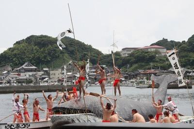 海上古式捕鯨実演2.jpg
