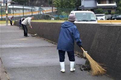清掃・草取り2.jpg
