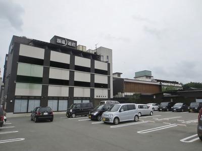 湯巡追荘・駐車場.jpg