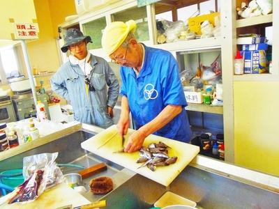 濱野代表魚さばき.jpg
