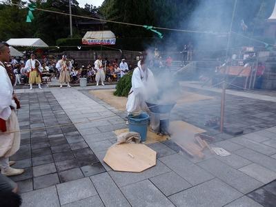 火渡り前儀式4.jpg