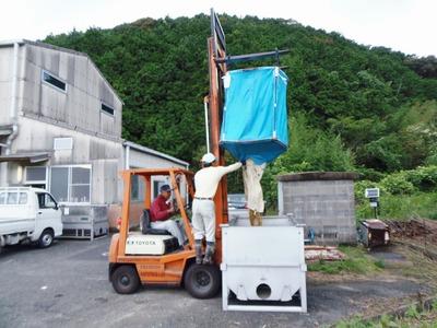 玄米コンテナへ.jpg