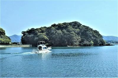 王子山と遊漁船3.4.21.jpg