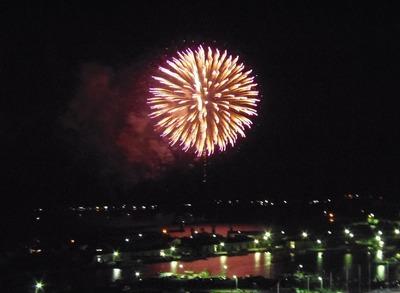 王子山公園広場からの花火2.jpg
