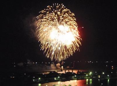 王子山公園広場からの花火3.jpg