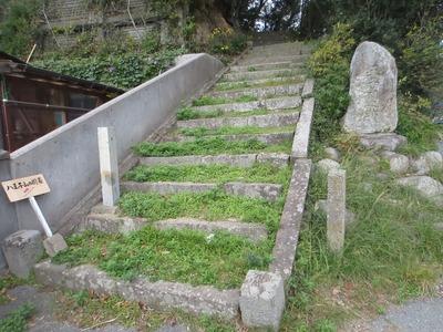 登り口・王子祠之跡の石碑.jpg