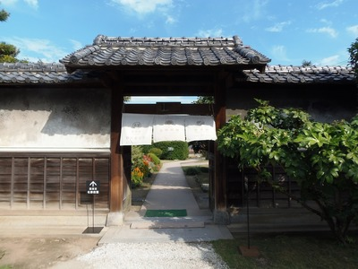 白蓮館・伝右衛門展示館・庭園への門.jpg