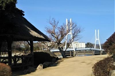 白鳥大橋と四阿2.jpg