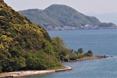 硯岩と塚崎、遠くに通地区.jpg