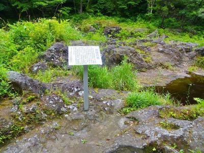 神硯の岩.jpg
