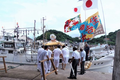 神輿御座船へ1.jpg